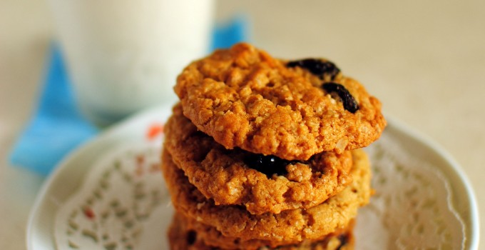 Vegan Oatmeal and Raisin Cookies