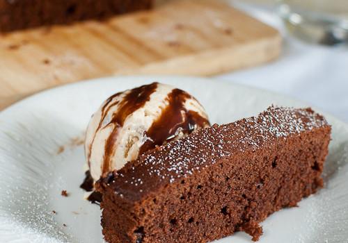 Jamie Oliver's Easy Chocolate Cake