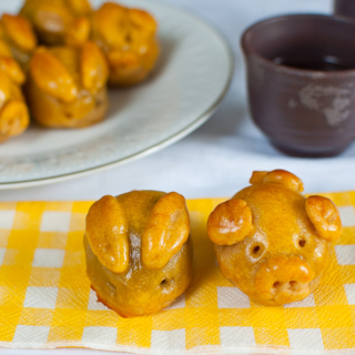 Baked Mini Piggy and Bunny Mooncakes