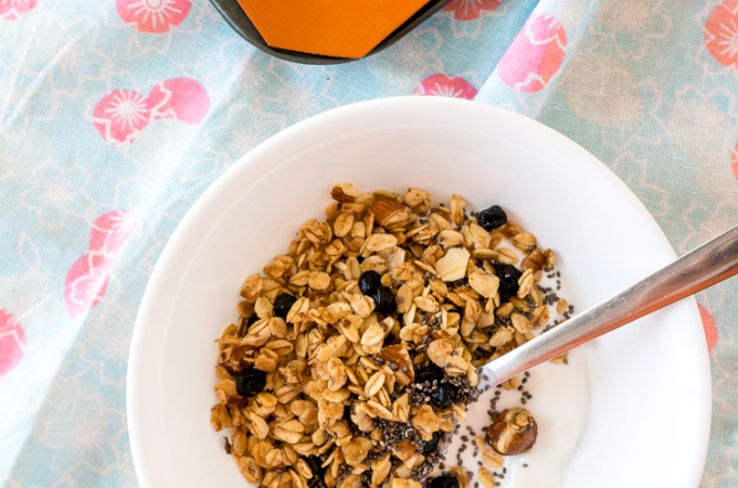 Vanilla Granola [With Nuts & Dried Blueberries]