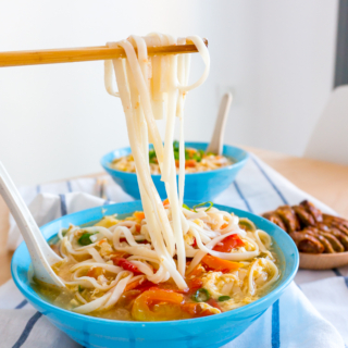 Chinese Tomato and Egg Noodle Soup (番茄鸡蛋面汤)