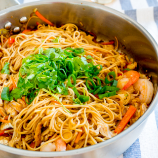 Asian-Style Egg Noodles Stir Fry (with Prawns and Chicken)