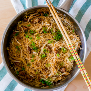 Mom's One-Pan Fried Bee Hoon with Canned Stewed Pork and Bean Sprouts [红烧排骨豆芽炒米粉]
